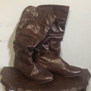 Brown winter/fall boots.
